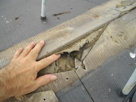 屋根からの雨漏りがないか