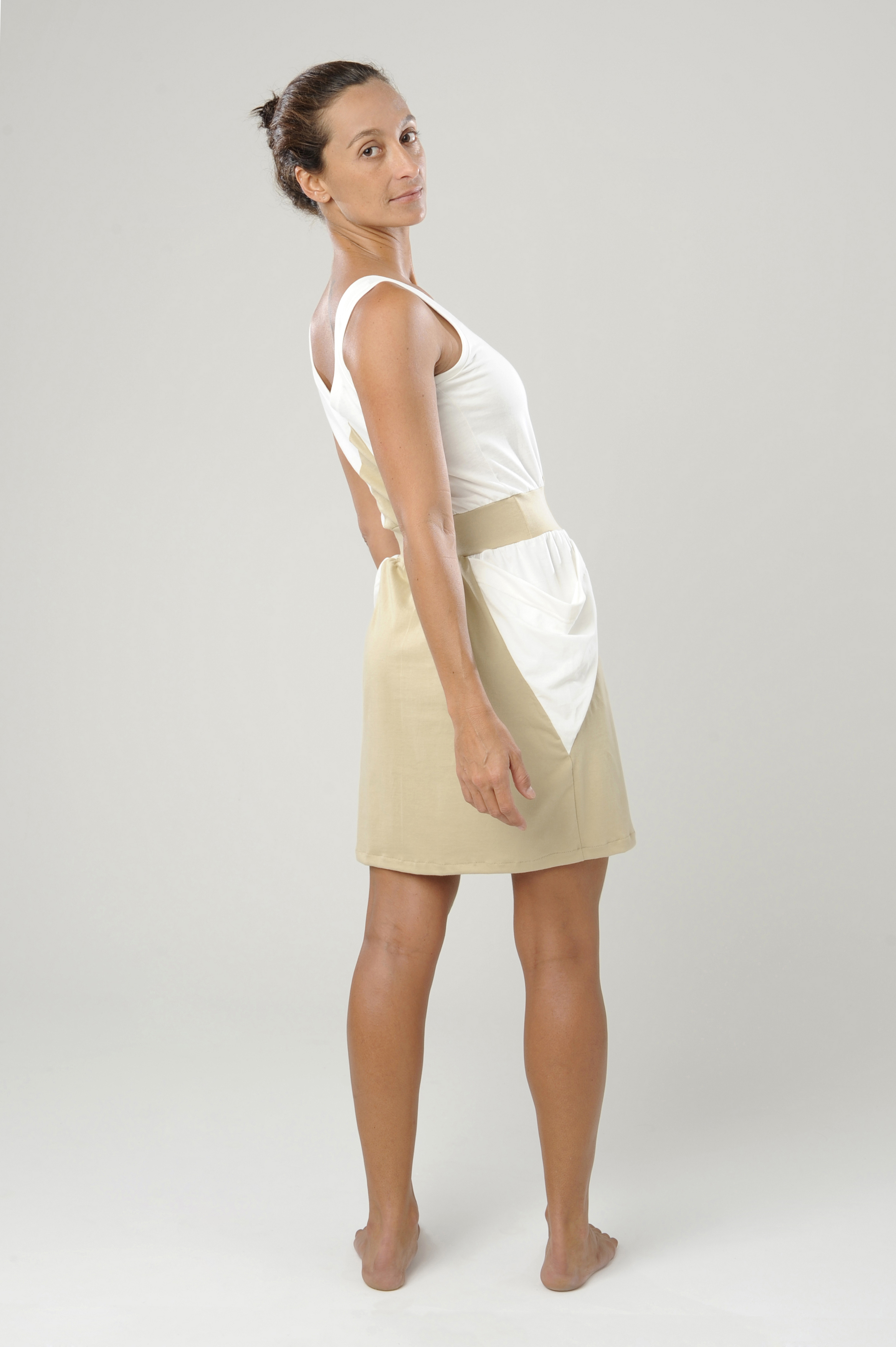vestido bicolor curto