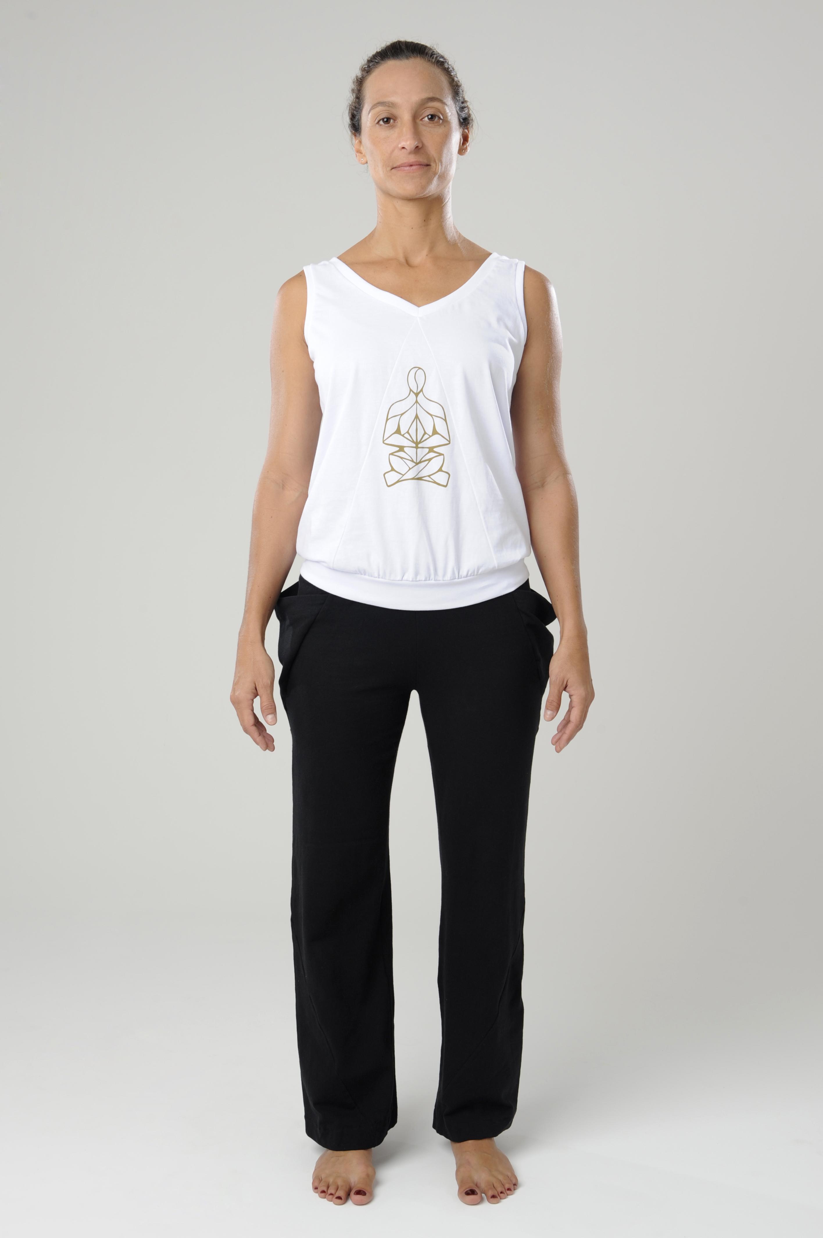 camiseta branca silk/calça bolsos