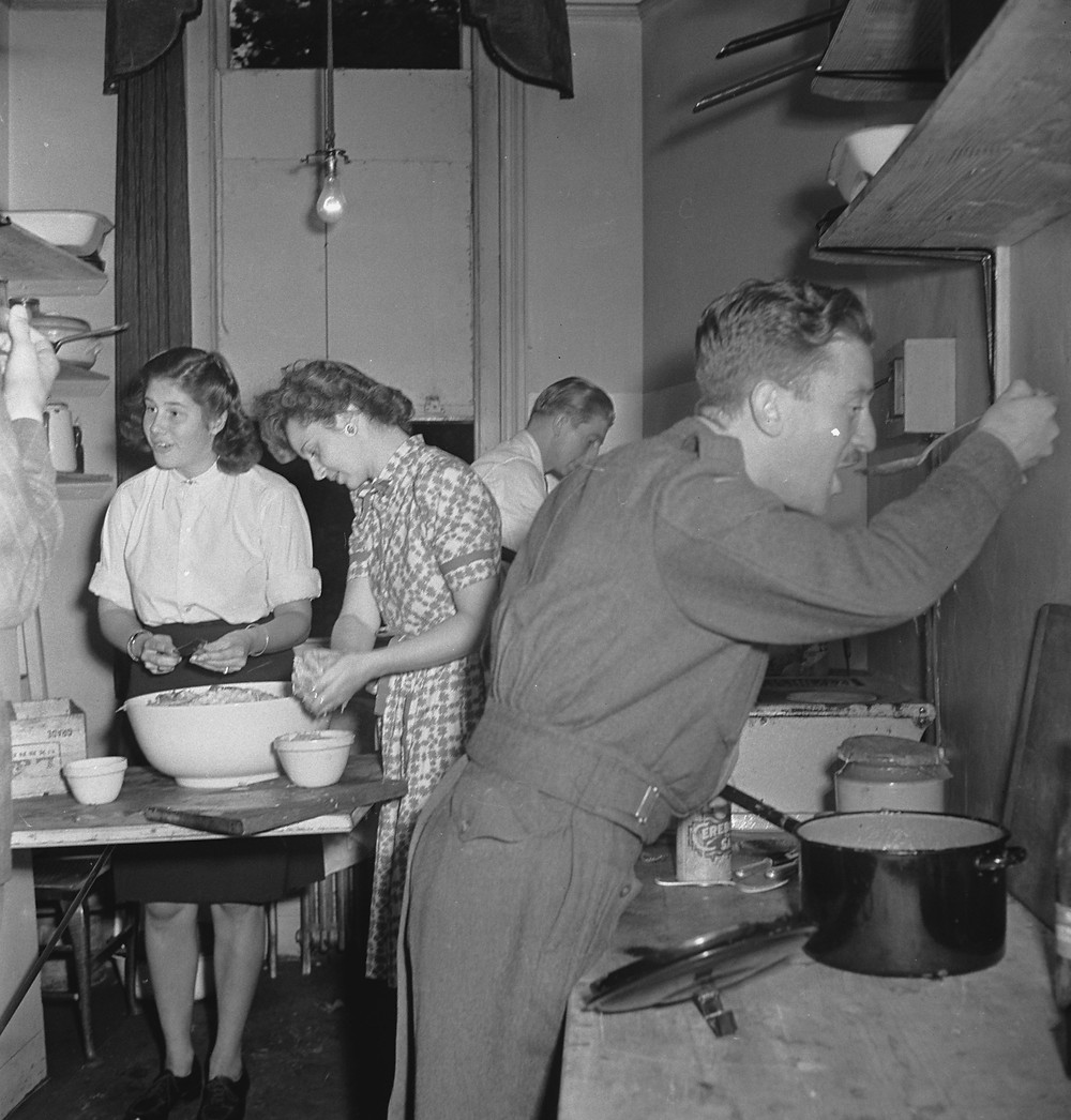 Cooking in the kitchen of 'Oranjehaven'