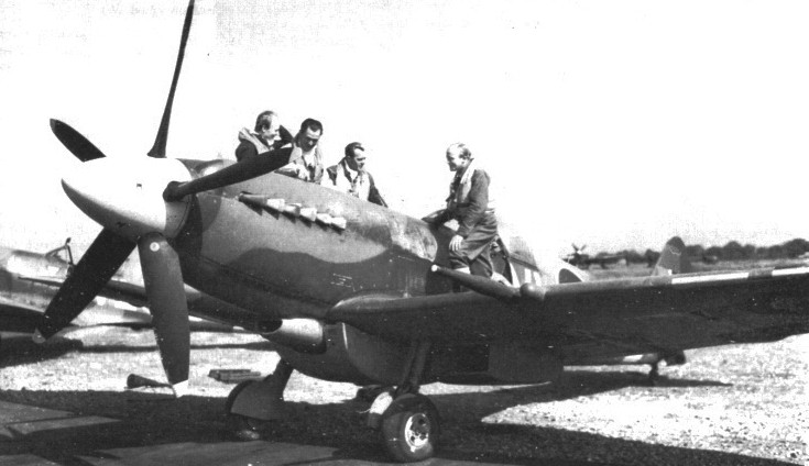 322 aircrew with Spitfire XIV at Hartford Bridge in April 1944
