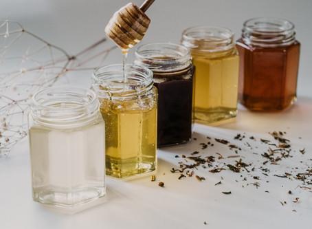 Diferența între Mierea Crudă și Mierea Comercială