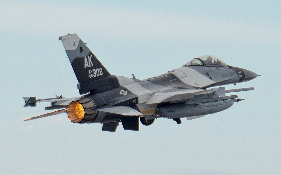 F-16 Fighter Falcon_3