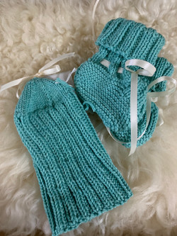 booties and hat by ruth