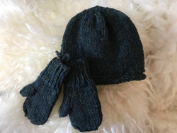 Toddler Hat and Mitts by Ruthanne