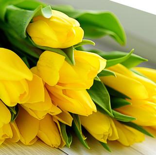 bouquet-yellow-tulip-flowers.jpg