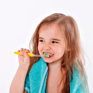 little-girl-brushes-her-teeth-white-back