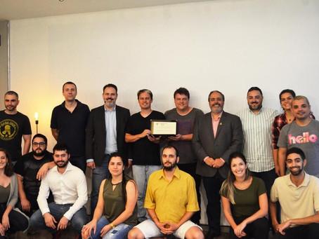 Reconhecendo o empreendedorismo: entrega do diploma de Honra ao Mérito à Fábrica do Futuro