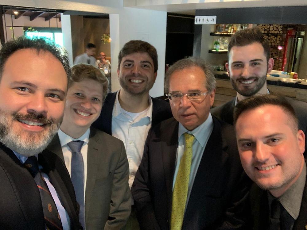 Na foto, Ricardo Gomes com colegas parlamentares e o ministro Paulo Guedes