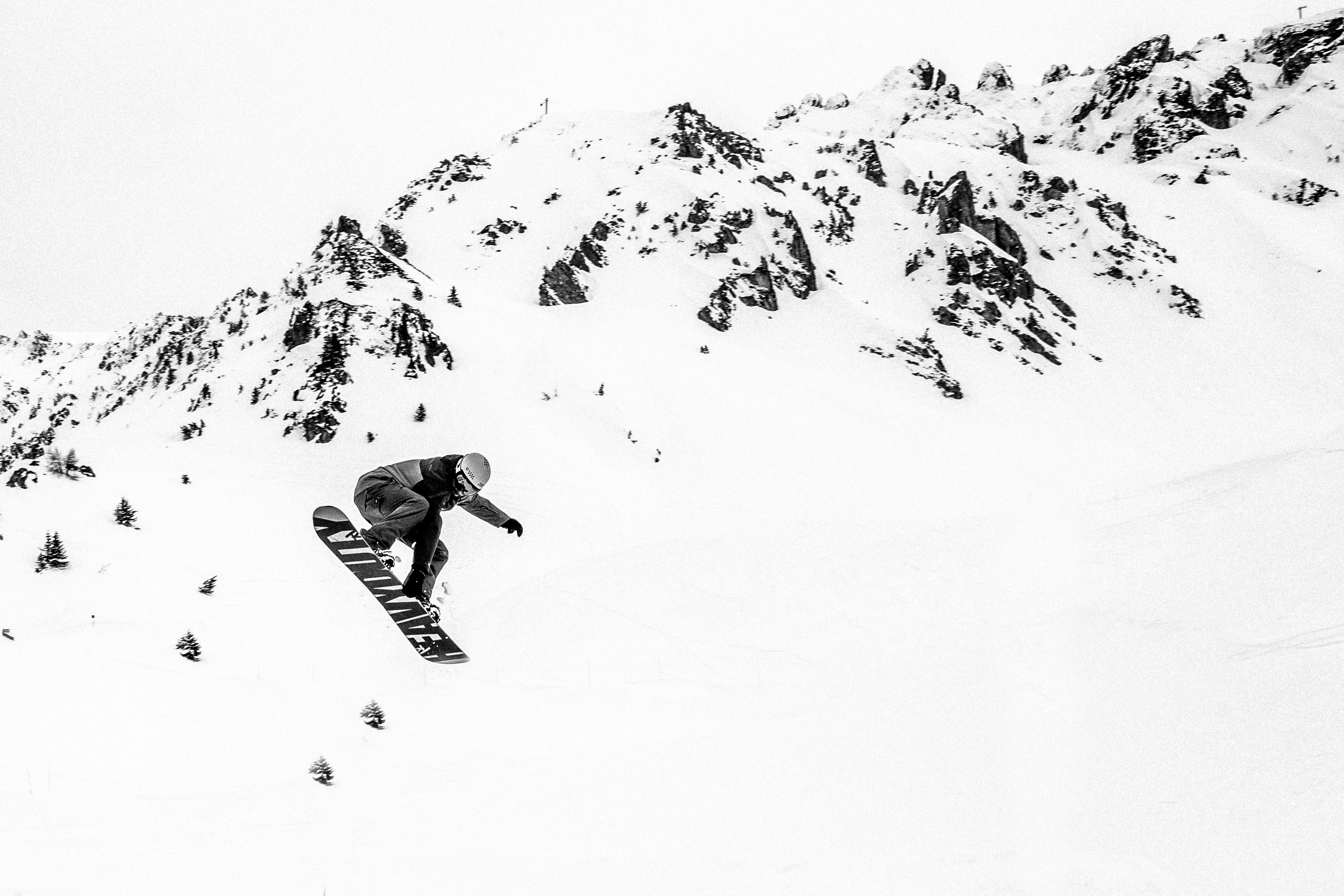 snowboarder bw