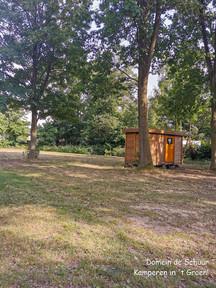 kampeerveld met privé sanitair