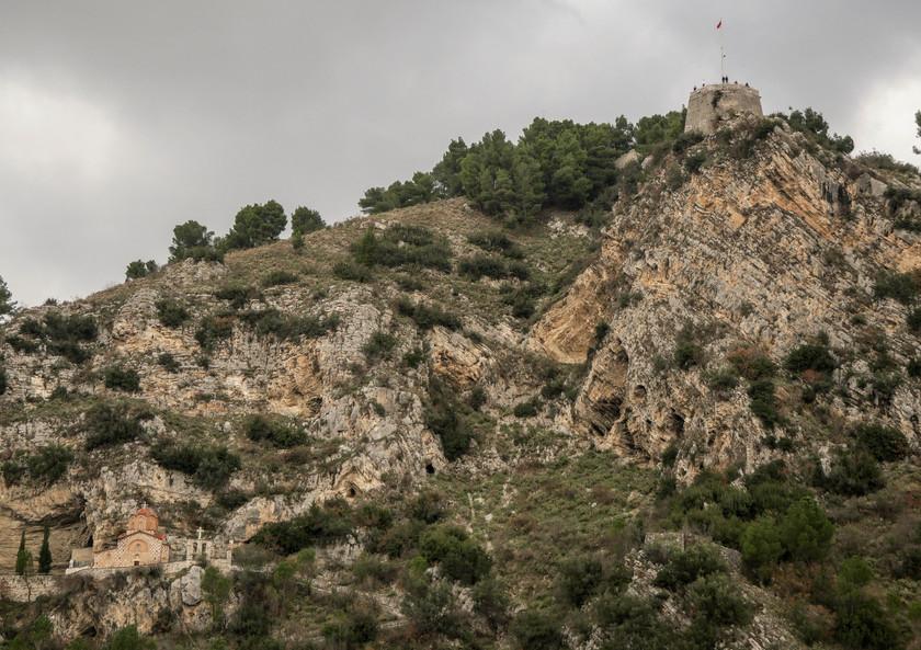 L'église Shën Mehillit et la citadelle de Berat