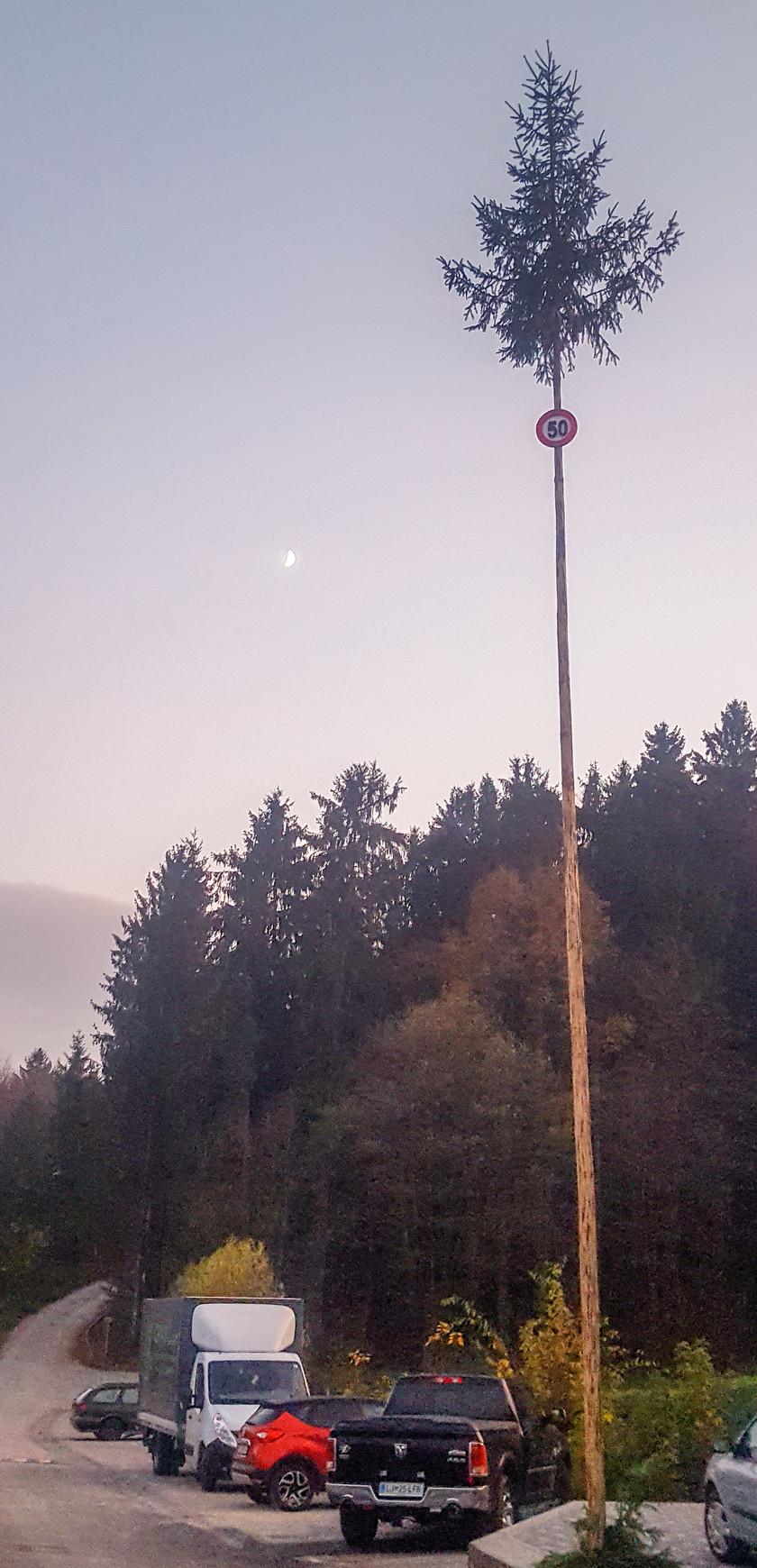 En Slovénie, certains panneaux routiers sont insolites