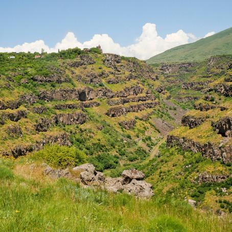 Premiers pas Arméniens : des canyons et des monastères.
