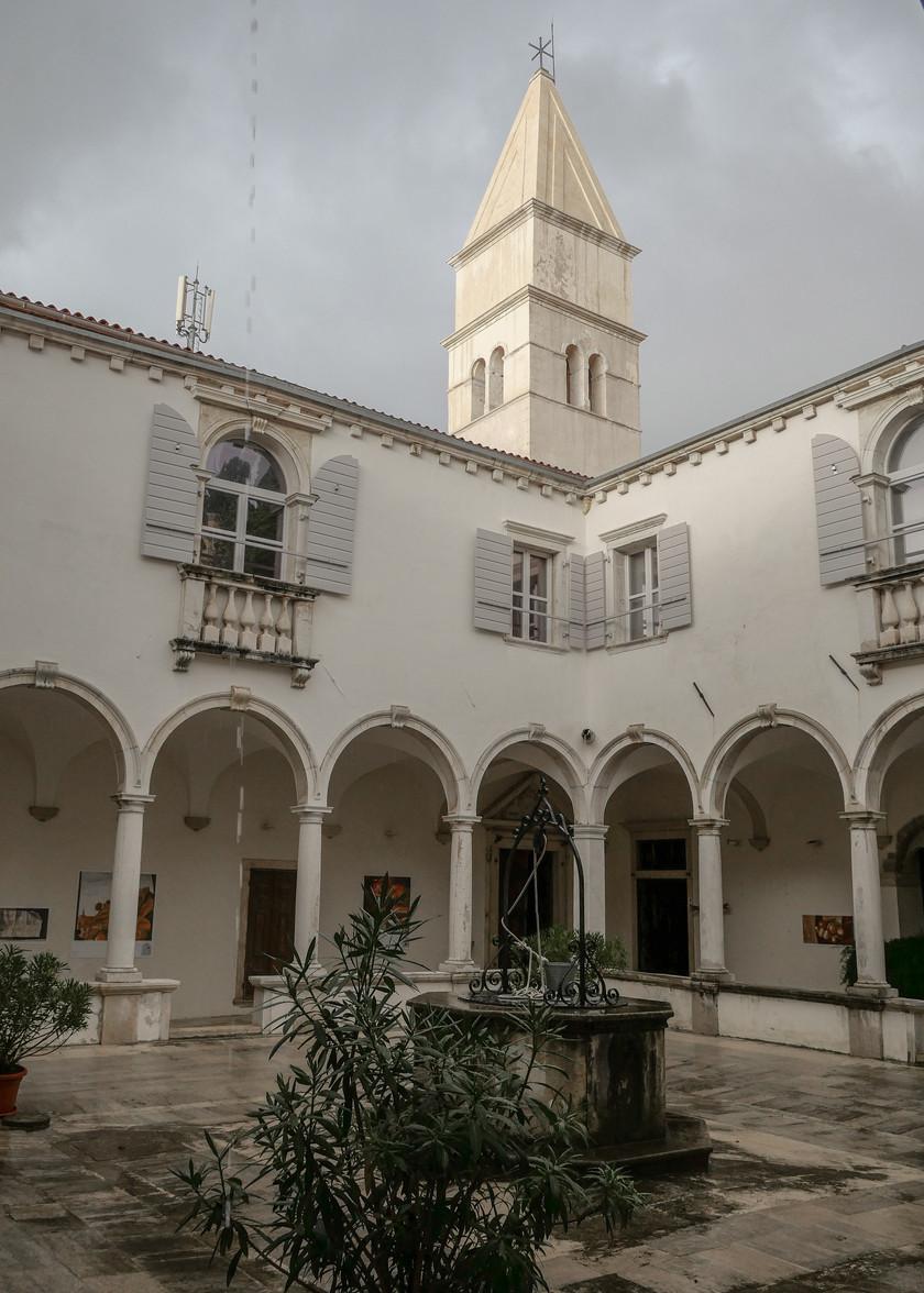 Cloitre du Monastère des Frères Mineurs