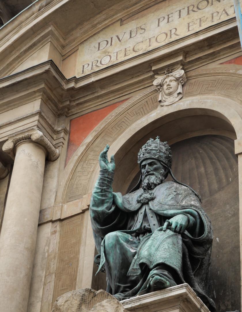 La statue du Pape Grégoire XIII