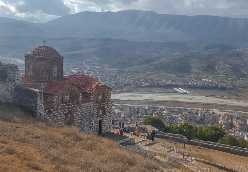 La citadelle de Berat et l'église de Shën Triadha Kisha Ortodokse