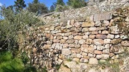 Formation : initiation à la construction d'un mur de soutènement en pierre sèche