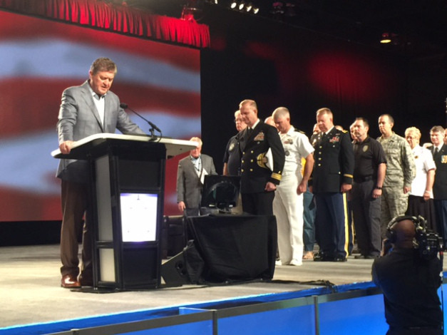 SBC President Steve Gaines leads messengers in a time of prayer for all SBC Chaplains in service to God and their country. (Photo courtesy SBC.net)
