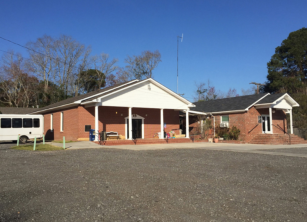 Primera Iglesia Bautista Hispana in Savannah, Ga., received the deed for the building and property in 2010 of the now-disbanded Wilder Memorial Baptist Church, which had hosted the Hispanic congregation since 2000. (Photo courtesy Joe Westbury/Christian Index)