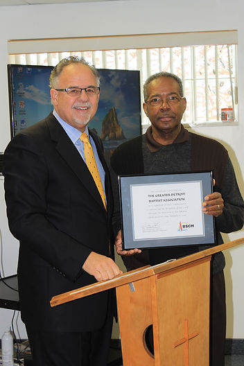 BSCM Executive Director Tim Patterson presents a certificate of recognition at the Annie Armstrong Library grand opening. (Photo courtesy of GDBA)