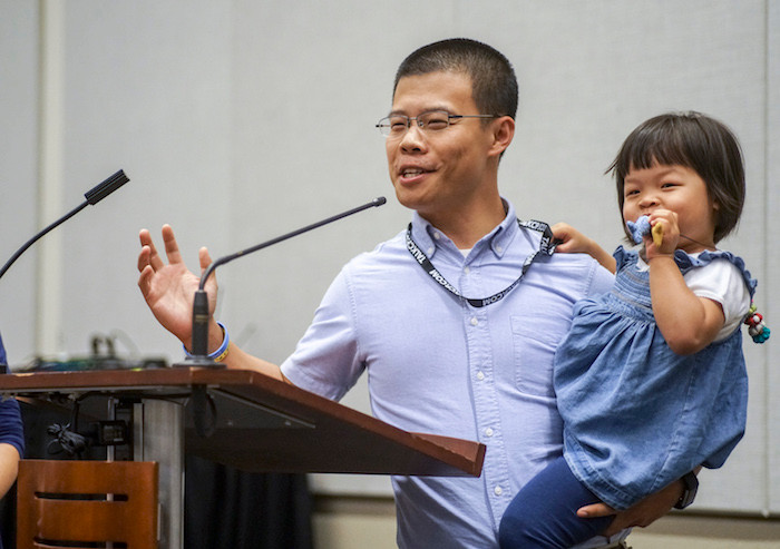 Yangwei Wi of Eastern Los Angeles shares a testimony about church planting at the June 13 Chinese Baptist Fellowship dinner at the Phoenix Convention Center. (Photo by Bill Bangham)