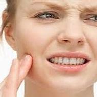 diksiyon kalemi dil ve dudaklarınız çalıştırırken başka objeler gibi çene yumuşak dokusuna zarar vermez, çene ağrılarına sebep olan basıncı absorbe ederek sürdürülebilir eğitime imkan verir.