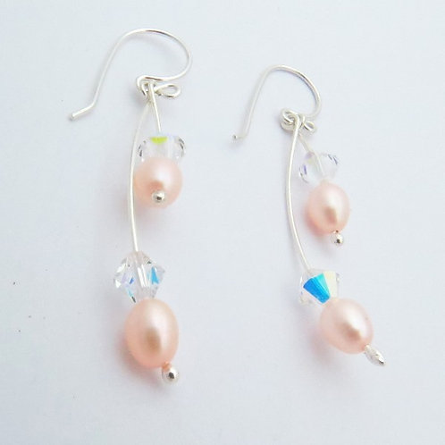 Aretes curvos perla rosa y cristal Swarovski