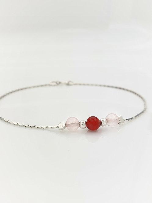 Pulsera tres piedras Cuarzo rosa y Cornalina roja