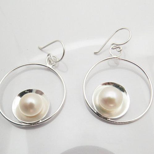 Aretes en círculos y perlas