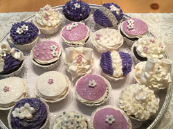 Ribbon & bow cupcakes