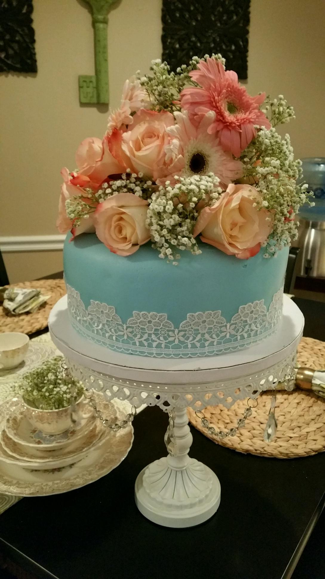 Vintage lace & Flowers Cake