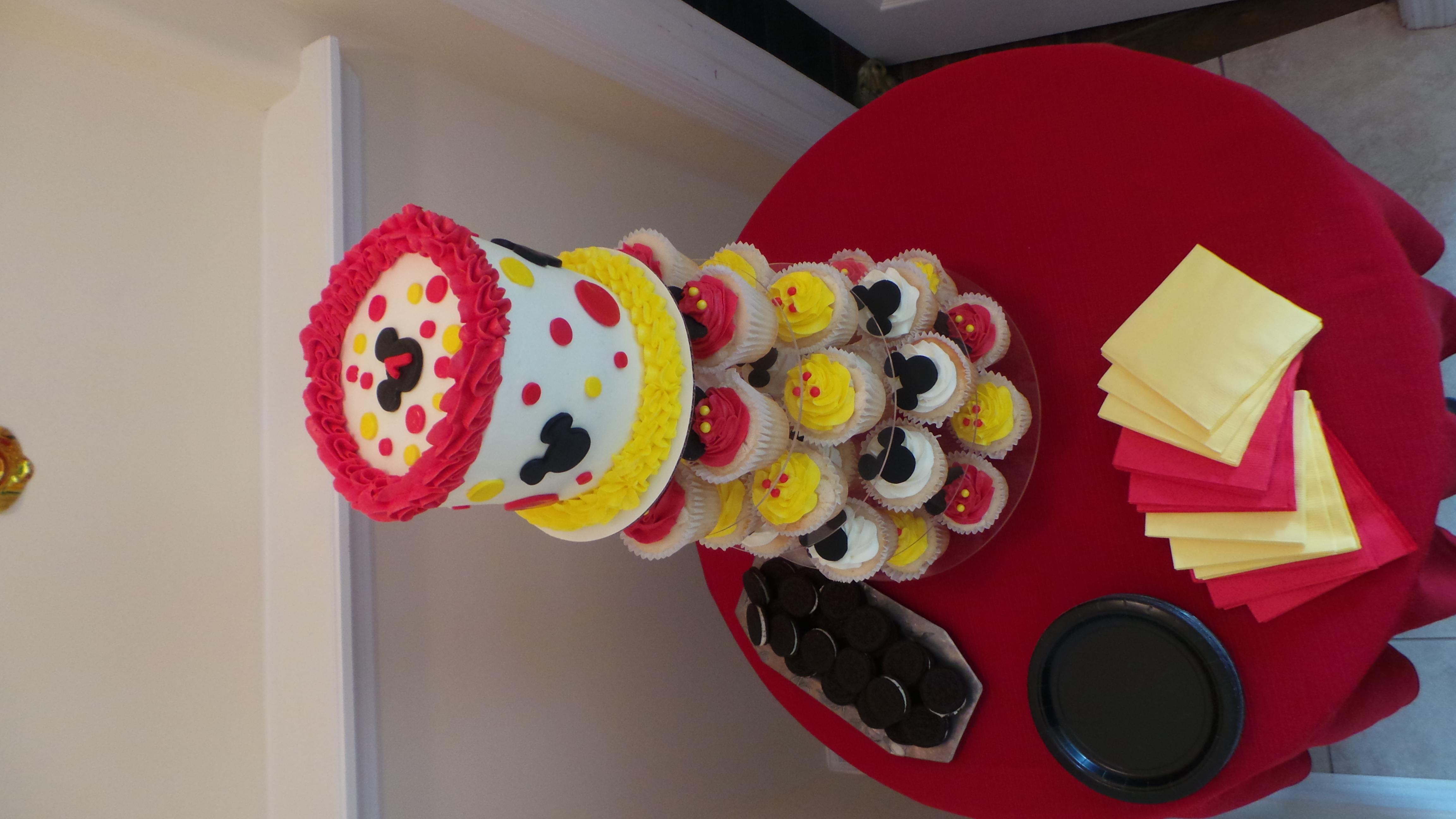 Mickey Smash cake and cupcakes