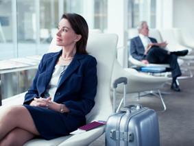 Aerolínea prohíbe a unas adolescentes subir al avión por llevar leggins