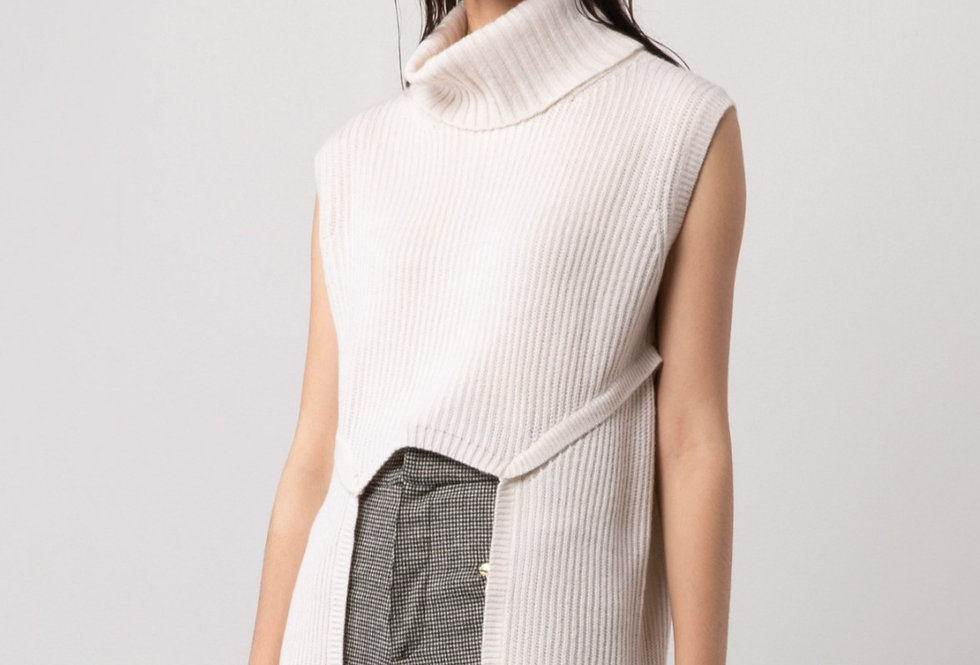 TURTLE-NECK SLEEVELESS RIBBED SWEATER