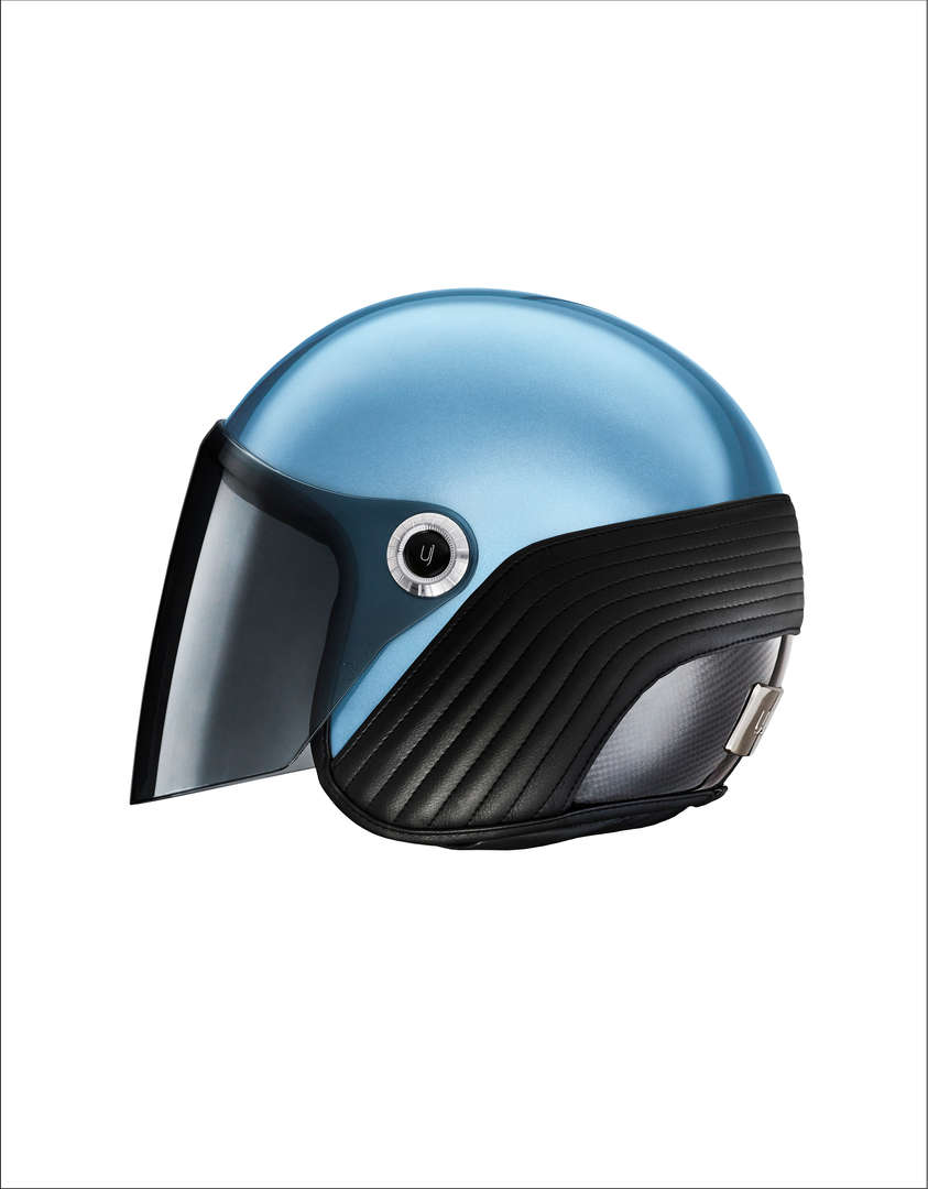 Ujet-Helmet-side-close-light blue rand.j