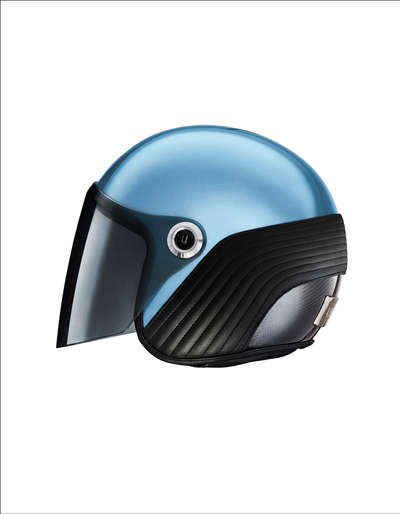 Ujet-Helmet-side-close-light blue rand.j