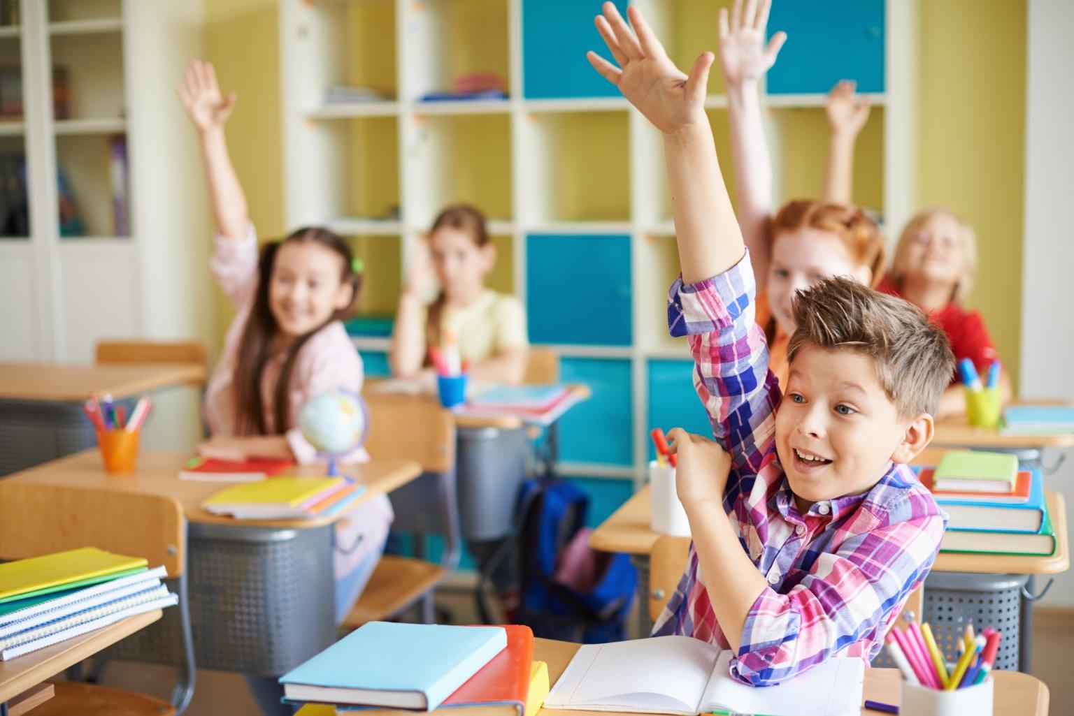 dzieci-w-szkole