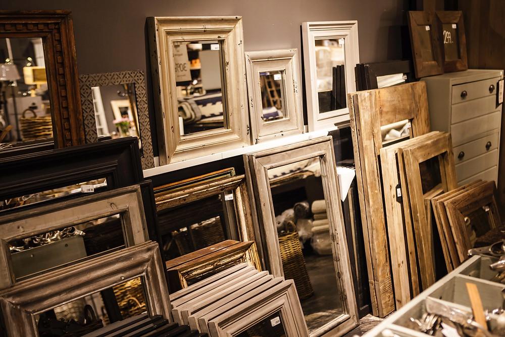 Sala cheia de espelhos