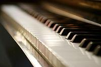 il n'y a pas d'age pour apprendre le piano par échange de vidéos