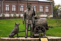 Памятник коломенскому водовозу