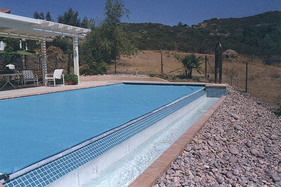 Connectictut Pool and Spa - Autocover for Infinity Edge Pool