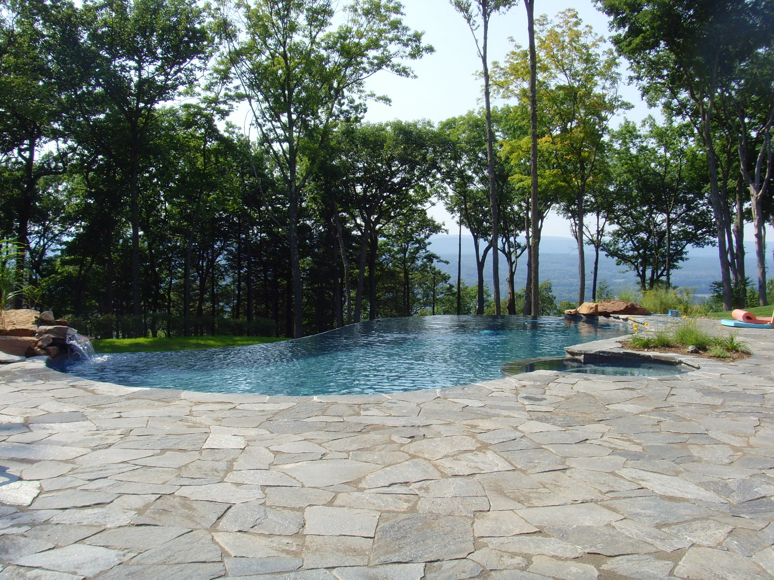 Infinity Edge with Custom Spa - Avon CT - Connecticut Pool and Spa