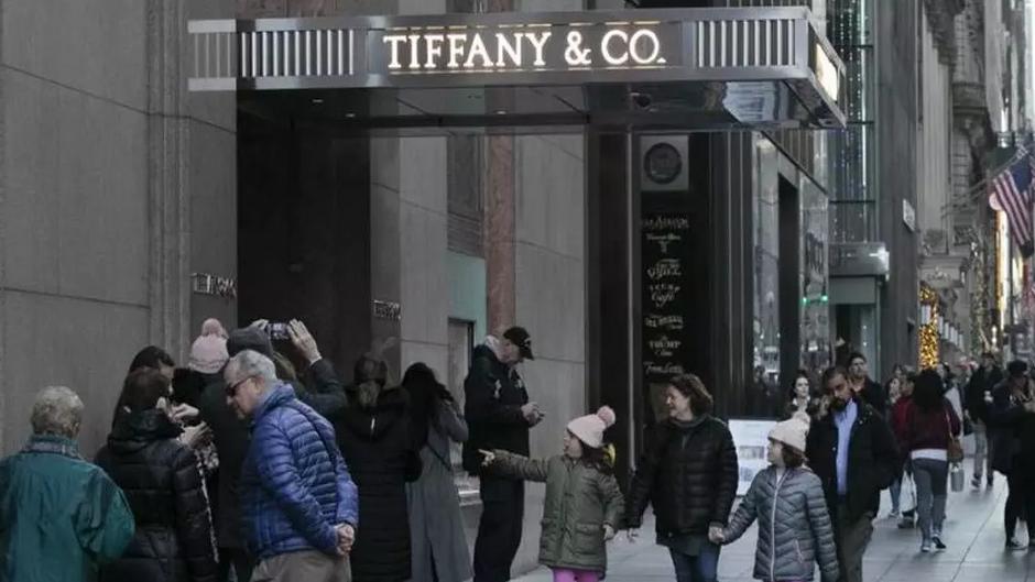 LVMH buys super-brand Tiffany & Co.