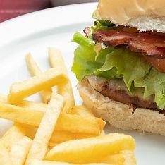 hamburguer com fritas, Ficus Restaurant,