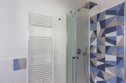 P45_tangrambathroom