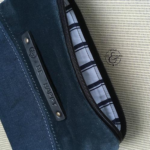 Pochette lin et velours dans les tons bleu gris