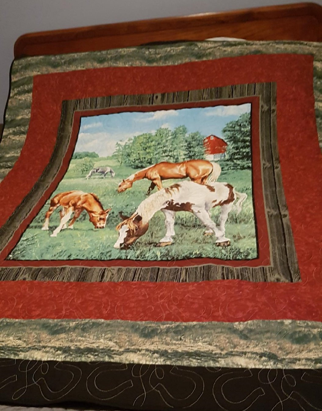Horse Lap Quilt with Horse Shoe Pattern