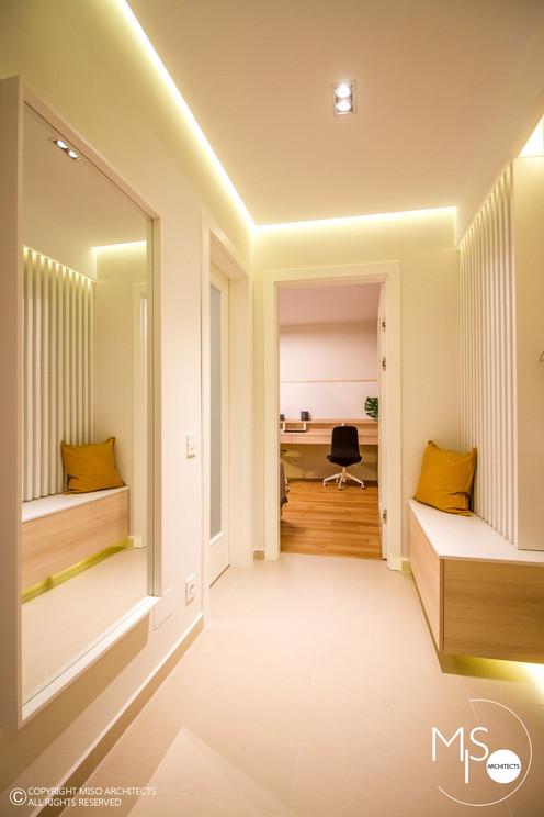 Amenajare Miso Architects cu usi albe din colectia Impuls (poza 1)
