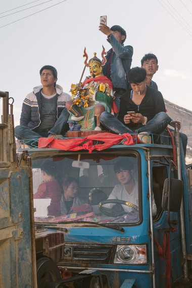 Loading 'Benzhu' with tractor
